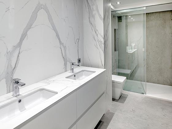 Fugenlose bodenbelge bad betonbden im werden immer hufiger als auf terrassen und balkons - Bodenbelag badezimmer fugenlos ...